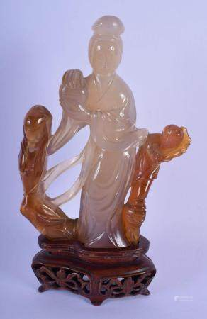 A LOVELY 19TH CENTURY CHINESE CARVED AGATE FIGURE OF A STANDING FEMALE IMMORTAL Qing. Agate 15 cm x 8 cm.