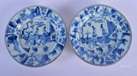 A PAIR OF 17TH/18TH CENTURY CHINESE BLUE AND WHITE PORCELAIN DISHES Kangxi/Yongzheng. 15 cm diameter.