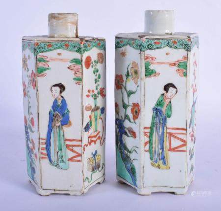 A PAIR OF 17TH CENTURY CHINESE FAMILLE VERTE PORCELAIN TEA CANISTERS Kangxi, painted with figures and foliage. 17.5 cm high.