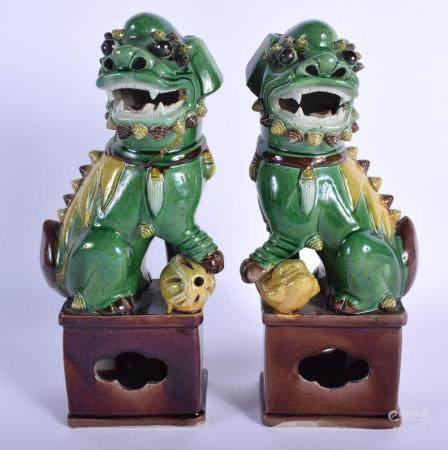 A PAIR OF 18TH/19TH CENTURY CHINESE SANCAI GLAZED PORCELAIN FIGURES OF DOGS OF FOE Kangxi style. 27 cm high.