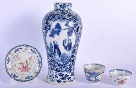 A 19TH CENTURY CHINESE BLUE AND WHITE PORCELAIN VASE bearing Kangxi marks to base, together with two TEABOWLS. Largest 26 cm high. (4)