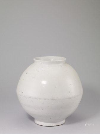 18 世紀 李朝白釉月亮罐