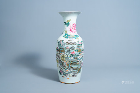 A Chinese qianjiang cai vase with antiquities design, 19th/20th C.