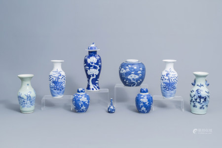 A varied collection of Chinese blue and white porcelain, 19th/20th C.