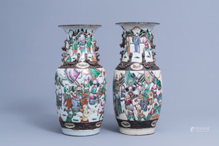 Two Chinese Nanking crackle glazed famille rose vases with warrior scenes, 19th/20th C.