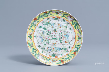 A Chinese famille rose plate with floral design and figures, 19th C.