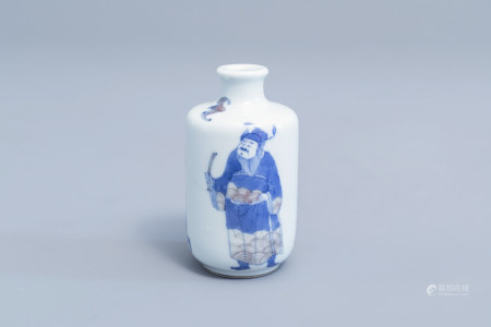 A Chinese blue, white and underglaze red snuff bottle with figures, 19th/20th C.