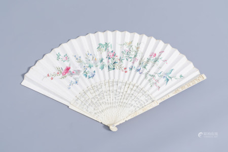 A Chinese painted paper and ivory fan with floral design, Canton, 19th C.