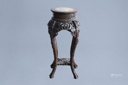 A Chinese carved wood stand with marble top, 19th/20th C.