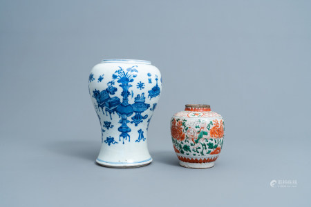 A Chinese blue and white 'antiquities' vase and a wucai jar with flowers and Buddhist lions, Transitional period and Kangxi