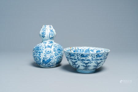 A Chinese blue and white 'flying horses' bowl and a double gourd vase, Wanli