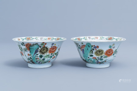 A pair of Chinese famille verte bowls with floral design, Kangxi