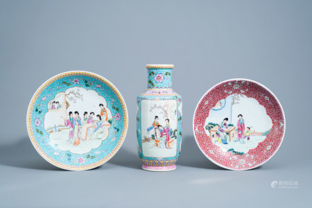 Two Chinese famille rose chargers and a vase with ladies on a terrace, 20th C.