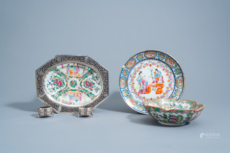A pair of Chinese silver salts and a Canton famille rose plate, a charger and a bowl, 19th/20th C.