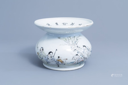 A Chinese qianjiang cai spittoon with figures in a landscape, 19th/20th C.,
