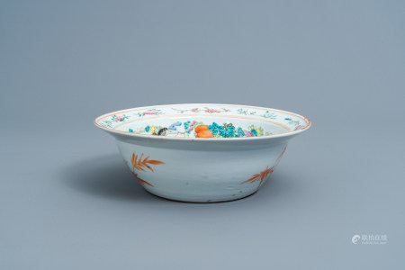 A Chinese famille rose bowl with a qilin and figures in a garden, 19th C.