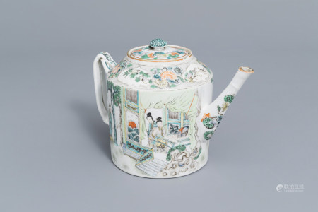 A Chinese famille verte teapot and cover with figures all around, 19eme siecle