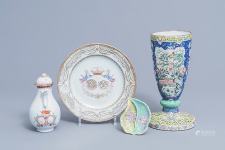 A varied collection of Chinese famille rose porcelain, 18th/19th C.