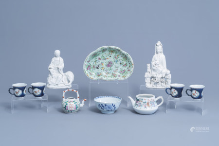 A varied collection of Chinese famille rose, famille verte, blue, white and blanc de Chine porcelain, 18th/19th C.