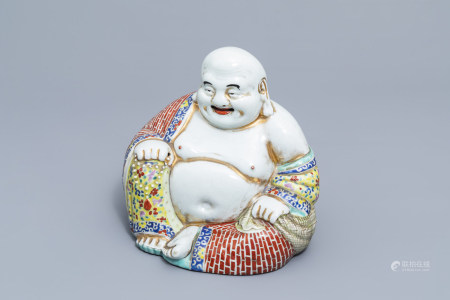 A Chinese famille rose figure of Buddha, 19th/20th C.
