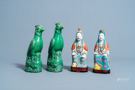 A pair of Chinese famille rose figures of Guanyin and a pair of monochrome green phoenixes, 19th/20th C.