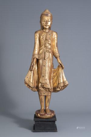 A Thai gilt lacquered standing Buddha figure, 19th/20th C.