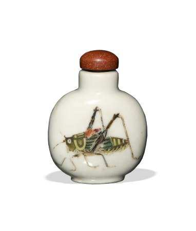 CHINESE FAMILLE ROSE CRICKET SNUFF BOTTLE, DAOGUANG 清道光 粉彩蝈蝈鼻烟壶