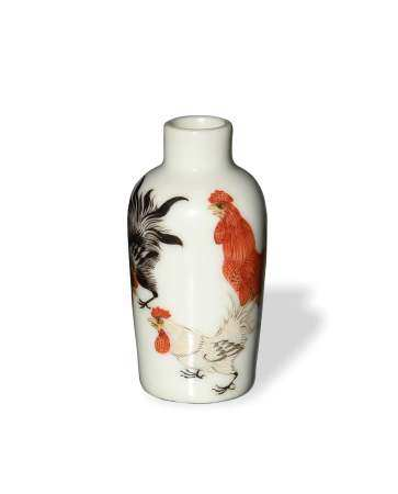 CHINESE FAMILLE ROSE ROOSTER SNUFF BOTTLE, LATE 19TH CENTURY 十九世纪晚 粉彩公鸡鼻烟壶