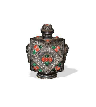 CHINESE SILVER SNUFF BOTTLE, LATE 19TH - EARLY 20TH CENTURY 十九世紀晚/二十世紀早 銀鑲珊瑚松石等鼻煙壺