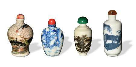 GROUP OF 4 CHINESE PORCELAIN SNUFF BOTTLES, LATE 19TH CENTURY 十九世纪晚 各式瓷烟壶四只
