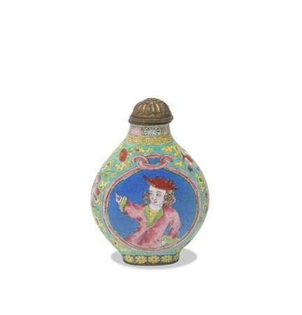 CHINESE ENAMELED BRONZE SNUFF BOTTLE, 19TH CENTURY 十九世纪 乾隆款铜胎画珐琅西洋人物鼻烟壶