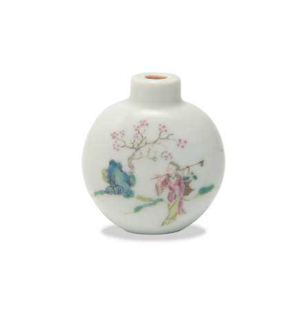 CHINESE FAMILLE ROSE SNUFF BOTTLE, DAOGUANG 清道光 粉彩人物鼻烟壶