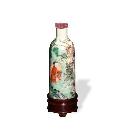 CHINESE FAMILLE ROSE SNUFF BOTTLE WITH STAND, JIAQING 清嘉庆 粉彩人物鼻烟壶(附硬木座)