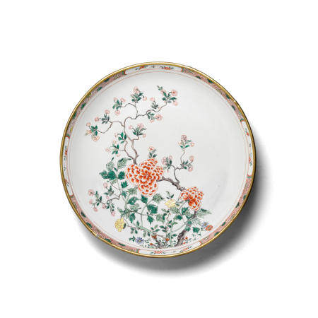 A large famille verte enameled porcelain 'peony' charger Kangxi period