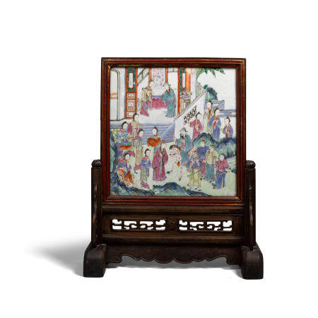 A Table screen mounted with famille rose enameled figural plaque  19th century