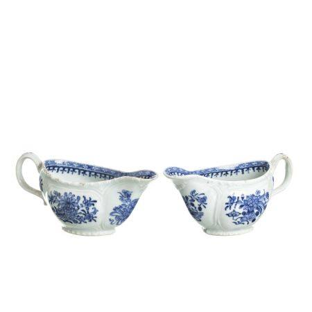 Pair of sauce boats in Chinese porcelain, Qianlong