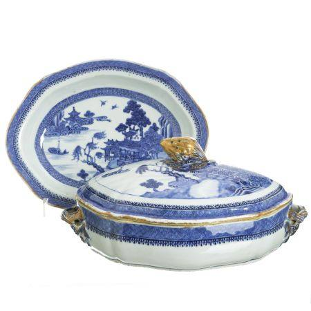 Pair of Chinese porcelain Fitzhgh pattern vegetable tureens