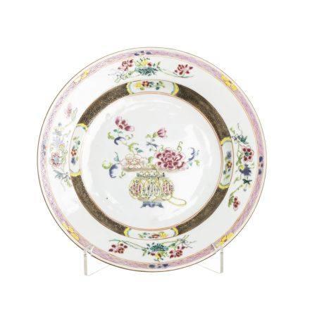Chinese porcelain 'Flower vase' plate, Yongzheng