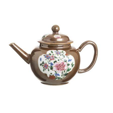 Chinese porcelain 'chocolate family' teapot, Yongzheng