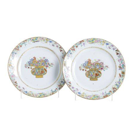 Pair of  Chinese porcelain 'flower vase' dishes, Qianlong