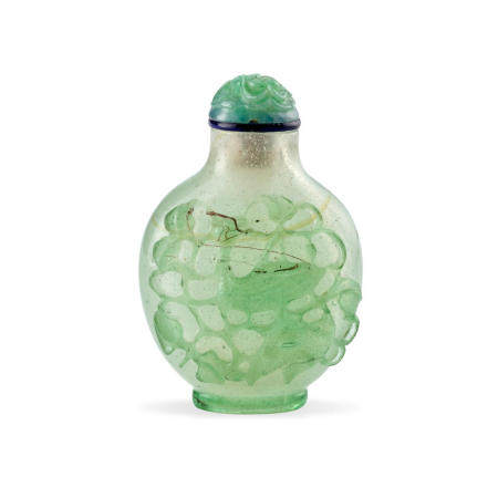A Transparent pale green glass overlay bubble-suffused snuff bottle 1780-1850