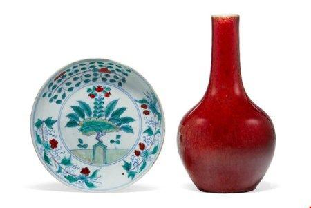 中国 清康熙/雍正 斗彩石榴纹盘及 清十九世纪 红釉长颈瓶 CHINA, 17TH-19TH CENTURY