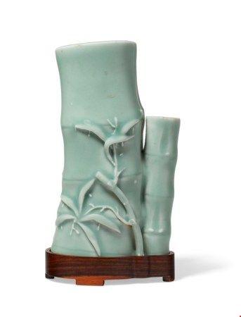 中国 清十八世纪 青釉竹式瓶 CHINA, 18TH CENTURY