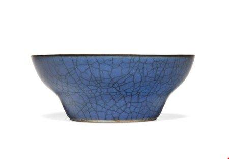 中国 清十八/十九世纪 蓝釉折腰杯 CHINA, 18TH-19TH CENTURY