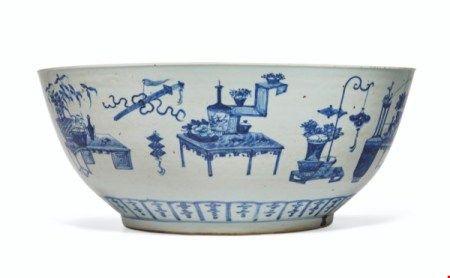 中国 清十九世纪 青花博古图杂宝纹大碗 CHINA, 19TH CENTURY