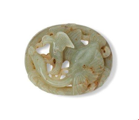 中国 元/明 灰褐玉镂雕春水带饰 CHINA, YUAN-MING DYNASTY (1279-1644)
