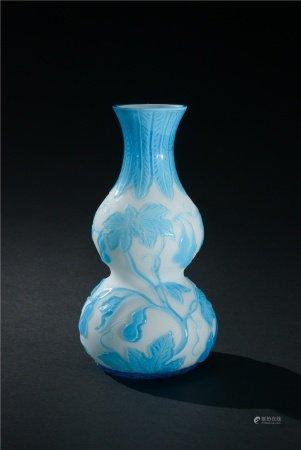 白料套藍料瓜瓞綿綿紋葫蘆瓶