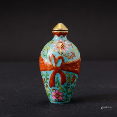 A porcelain snuff bottle, China, Qing Dynasty, A porcelain snuff bottle, China, Qing Dynasty
