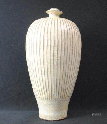 A white glazed meiping