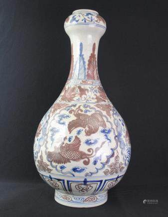 A blue and white garlic head vase